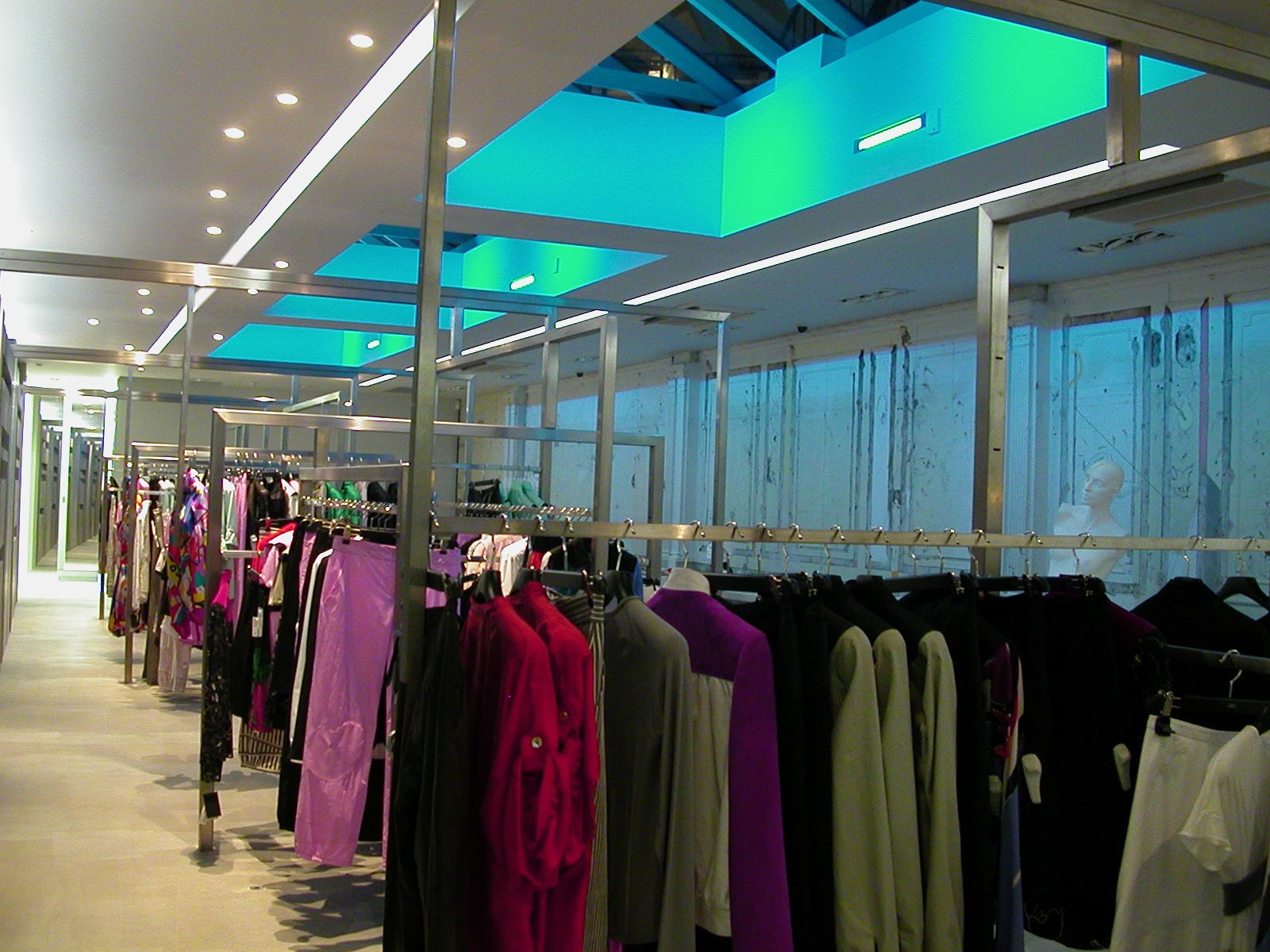 njo shops and retail led lighting solutions for Gibo Fashion Store
