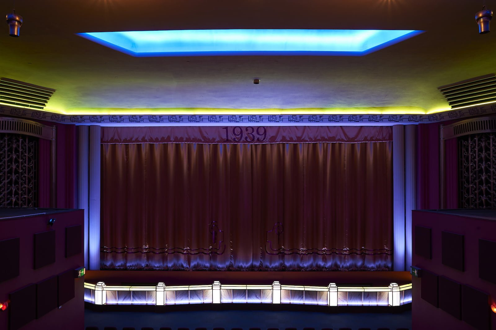 njo theatres venues led lighting solutions